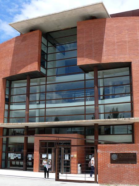 Fachada Escuela Universitaria Politécnica. Campus de Teruel