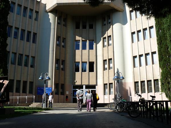 Fachada Edificio Matemáticas. Campus San Francisco